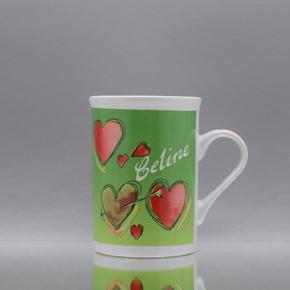 Tasse mit Herzmotiv grün
